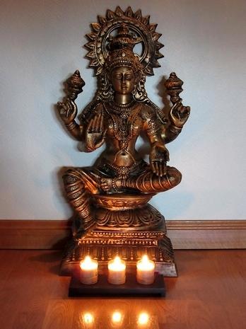 Sri Lakshmi, résidant actuellement àYoga Sésâme, Lille