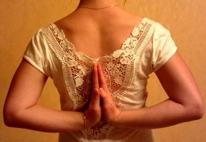 Anhali Mudra ~ Marie Ghillebaert - Yoga Sésâme
