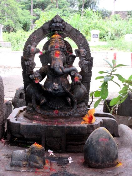 Offrandes à Sri Ganesha, Srirangapatna, Karnataka, Inde