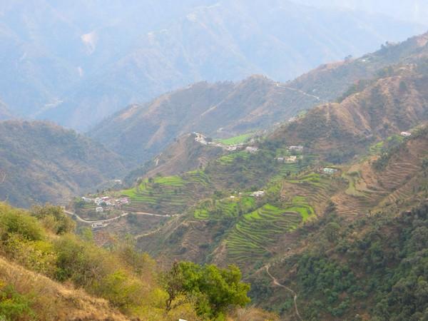 Mirage vertigineux dans les montagnes de Kunja Puri, Uttarakhand, Inde